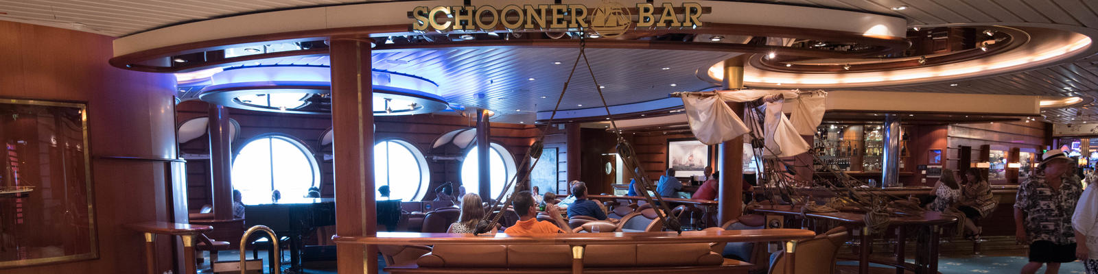 Schooner Bar on Freedom of the Seas (Photo: Cruise Critic)