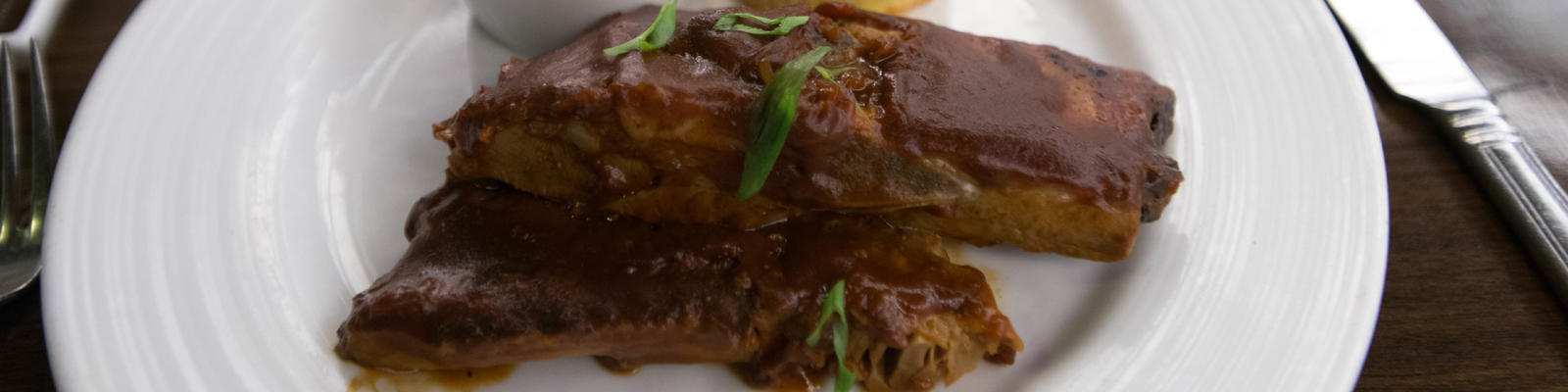 Barbecued St. Louis spare ribs at American Feast on Carnival Pride (Photo: Cruise Critic)