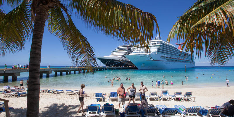 Cruise ships in Grand Turk (Photo: Cruise Critic)