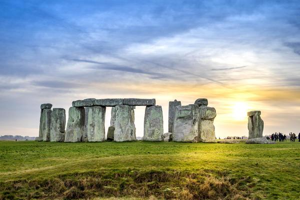 Sunset at Stonehenge in Salisbury, England (Photo: Athip_Taechapongsathon/Shutterstock)