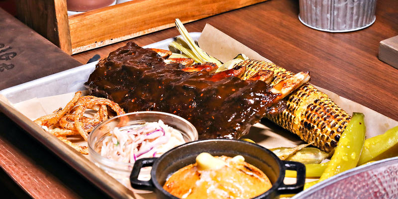 Entree served at Guy's Pig & Anchor Bar-B-Que Smokehouse (Photo: Carnival Cruise Line)