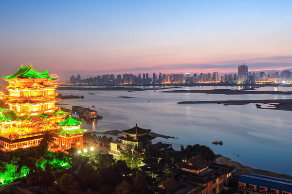 Nanchang Tengwang Pavilion at Nightfall (Photo: chuyuss/Shutterstock)