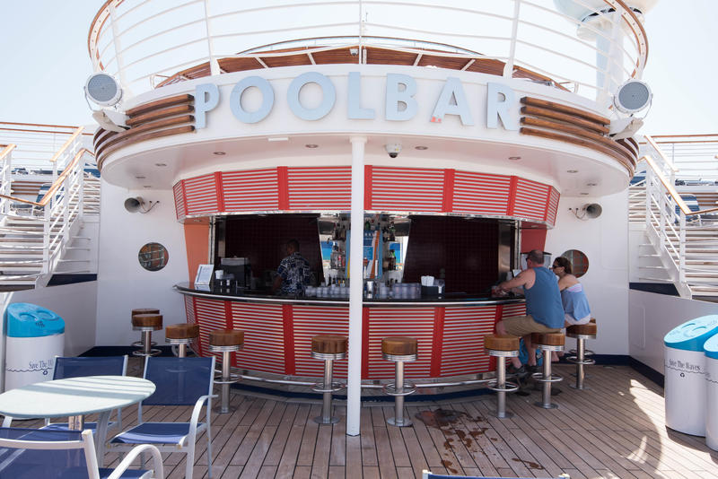 Pool Bar on Freedom of the Seas