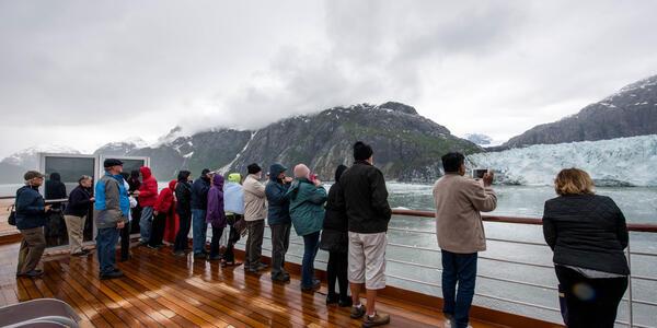 Noordam passengers on an Alaska cruise (Photo: Cruise Critic)