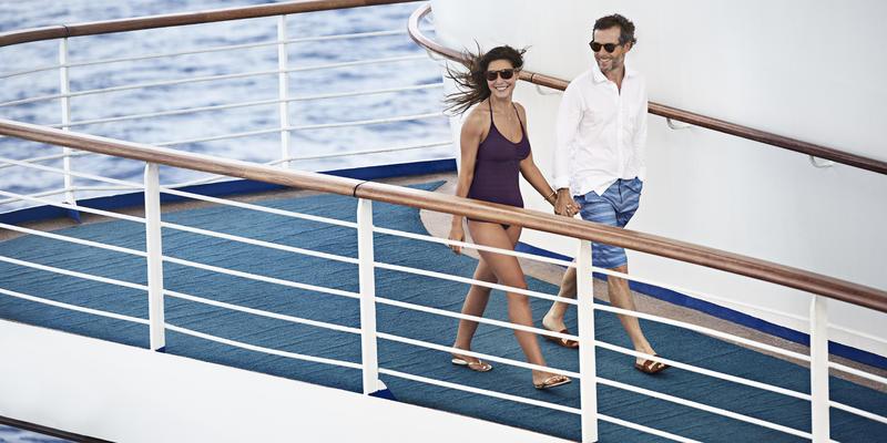 Couple honeymooning onboard Caribbean Princess (Photo: Princess Cruises)