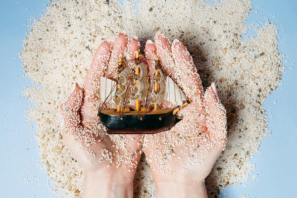8 Tacky Souvenirs Not to Buy on Cruises (Photo: Pavlovska Yevheniia/Shutterstock.com)