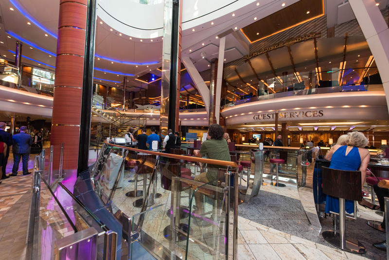 Rising Tide Bar on Oasis of the Seas