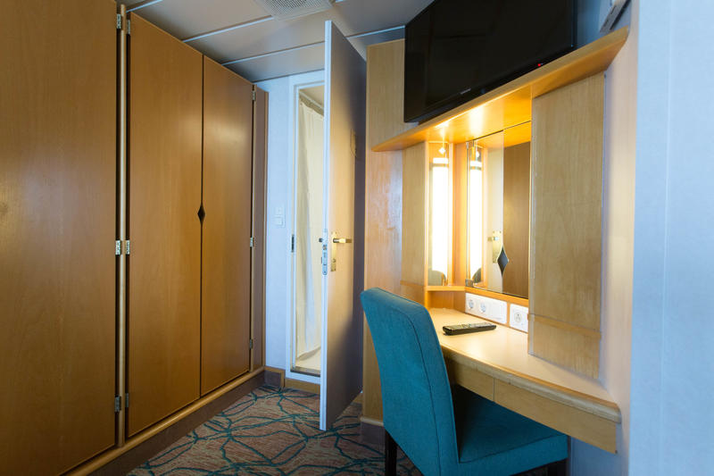 The Family Oceanview Cabin on Enchantment of the Seas