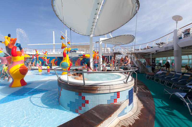 The H2O Zone Pool on Independence of the Seas