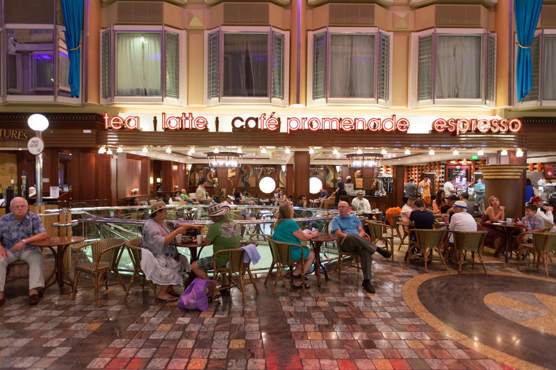 Cafe Promenade on Independence of the Seas
